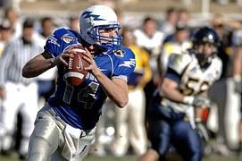 quarterback-67701__180